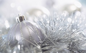 white-christmas-wallpaper16-white-christmas-ball-christmas-ornaments-70409-dz7olbdq
